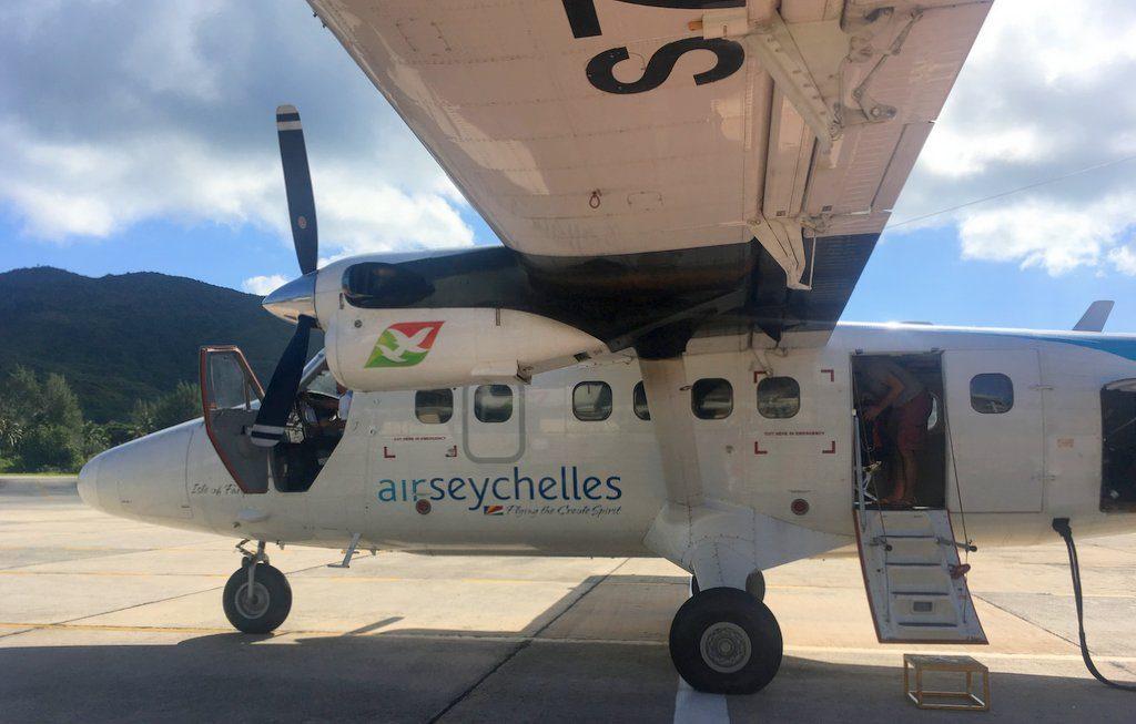mini letalo z otoka praslin na otok mahe
