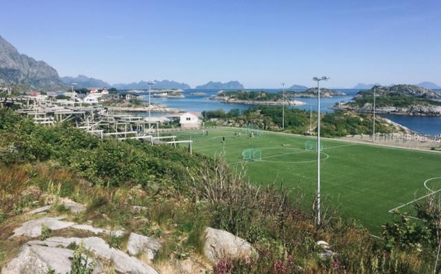 henningsvaer soccer field norway lofoten lofoti norveska