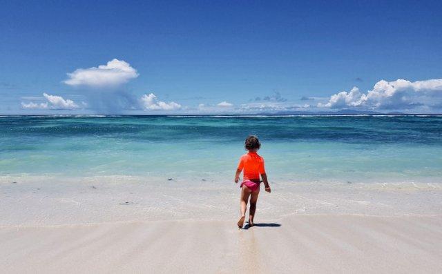 Isabela na plaži Anse Source D'Argent, Sejšeli