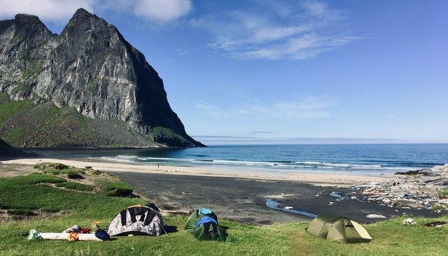Divje kampiranje s šotorom Skandinavija