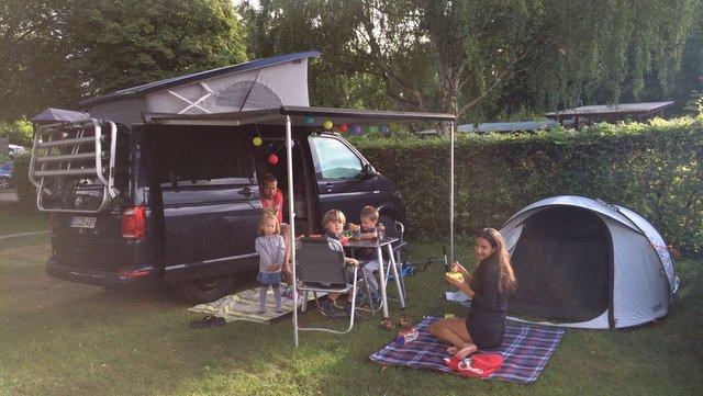 Kampiranje z otroki šotor družina camping with kids