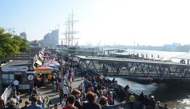 Hamburg Germany port emcija