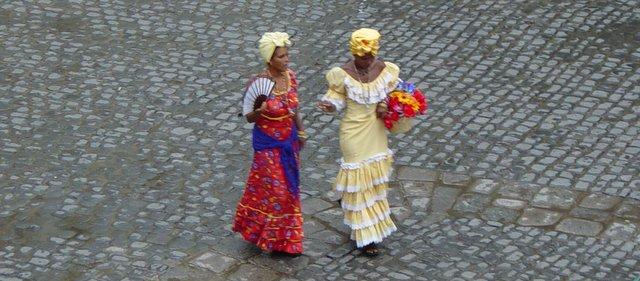 Cuba Havana ladies traditional dress Kuba potovanje potopis
