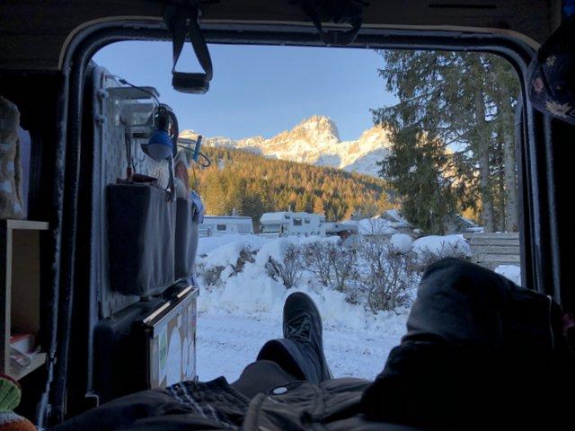 Winter camping morning view Jutranji pogled zimsko kampiranje Dolomiti