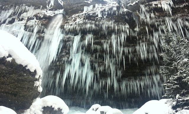 zaledeneli slap Peričnik zima Slovenija wintert ime in Slovenia waterfalls