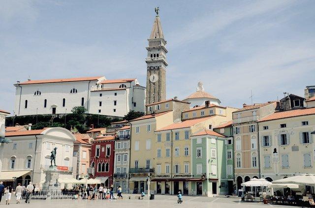 Tartinijev-trg-Piran-Slovenija-izlet-travel-blog-obala
