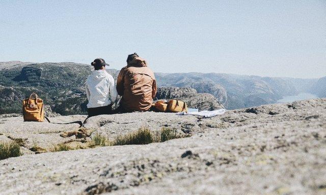couples-travel-vanlife